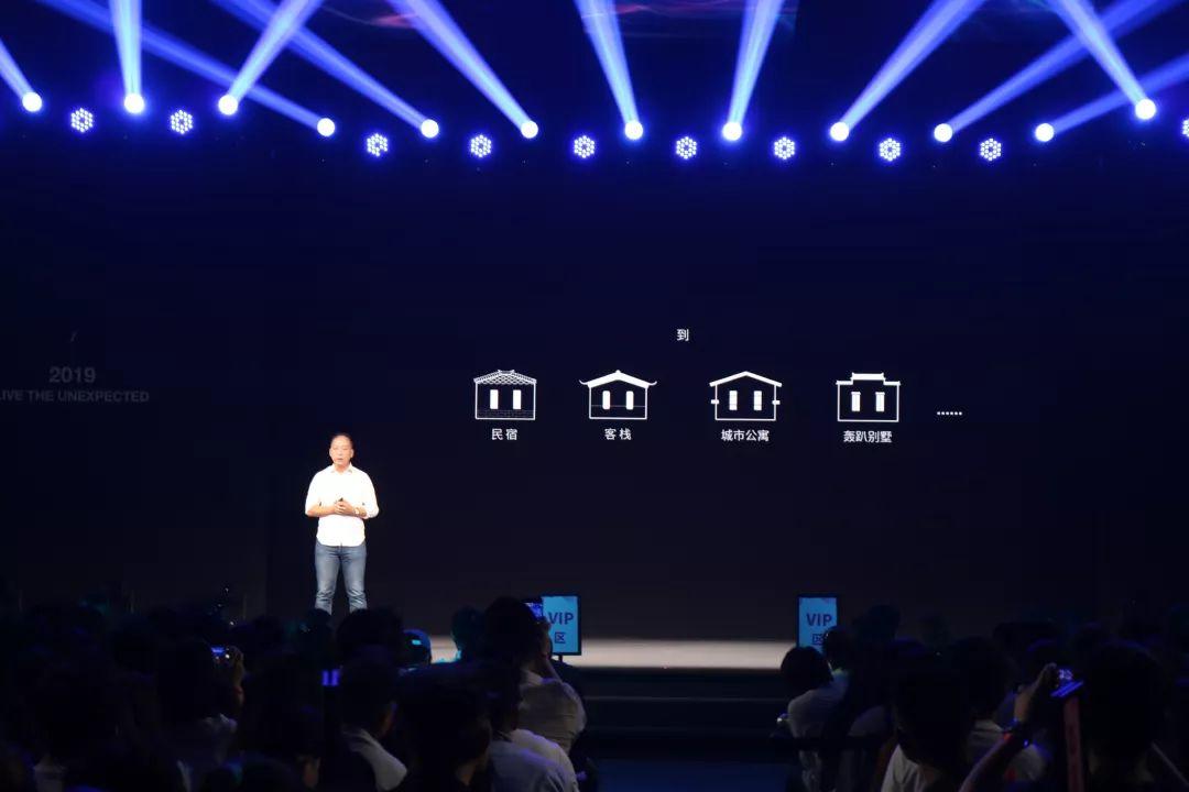 国内知名品牌logo_小猪短租公布了全新的logo和吉祥物